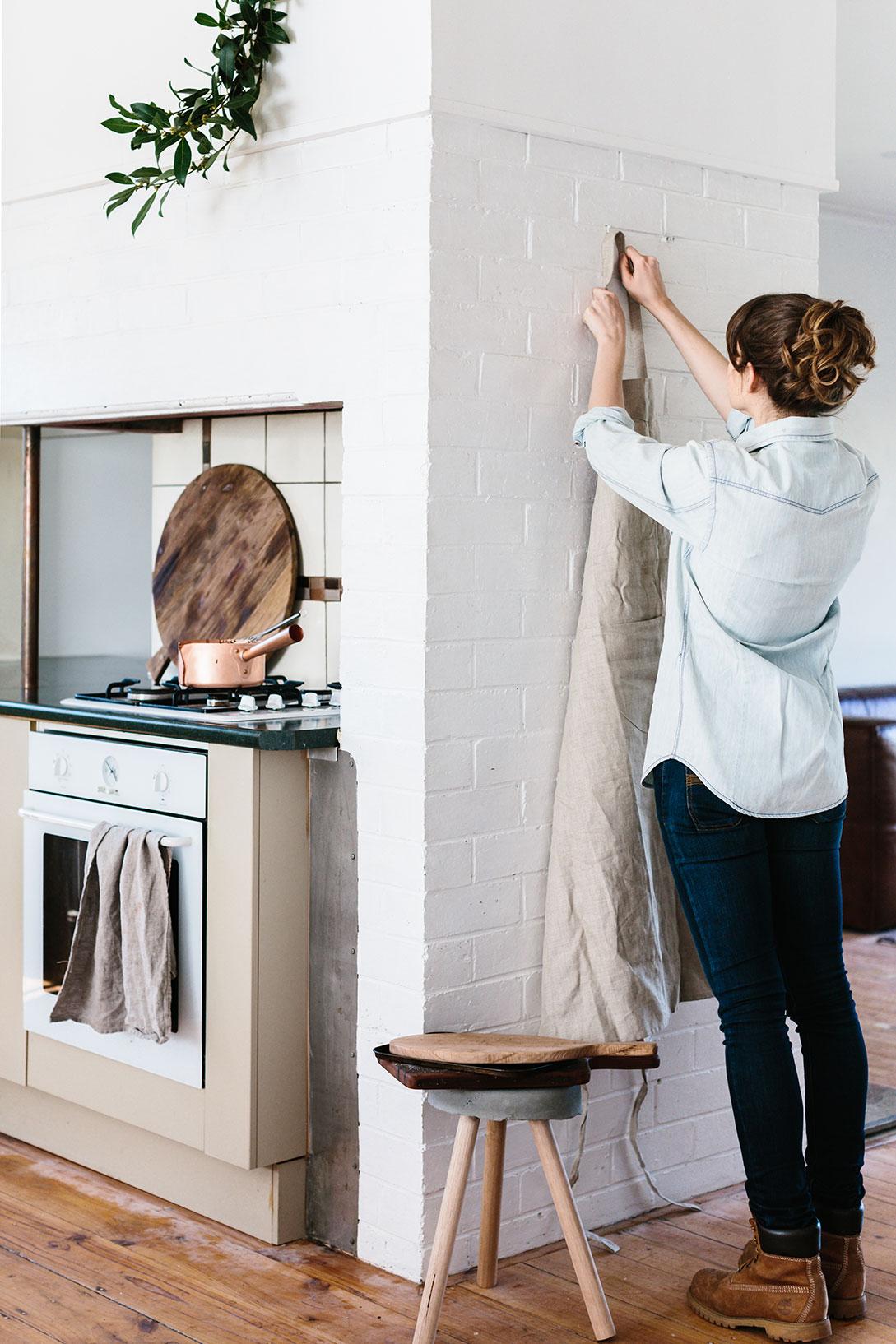 hanging-apron