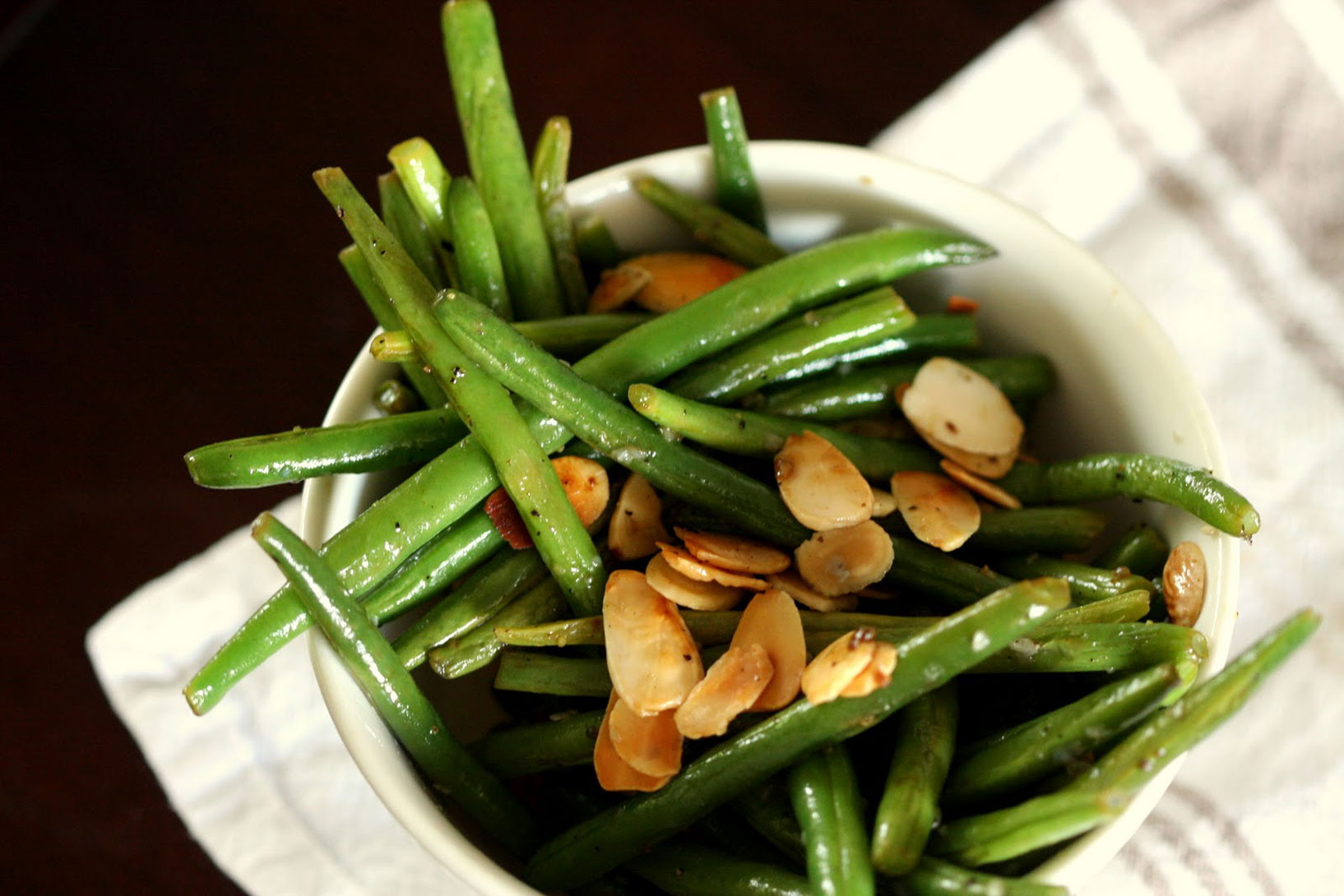 Wandering Spice : green beans + almonds